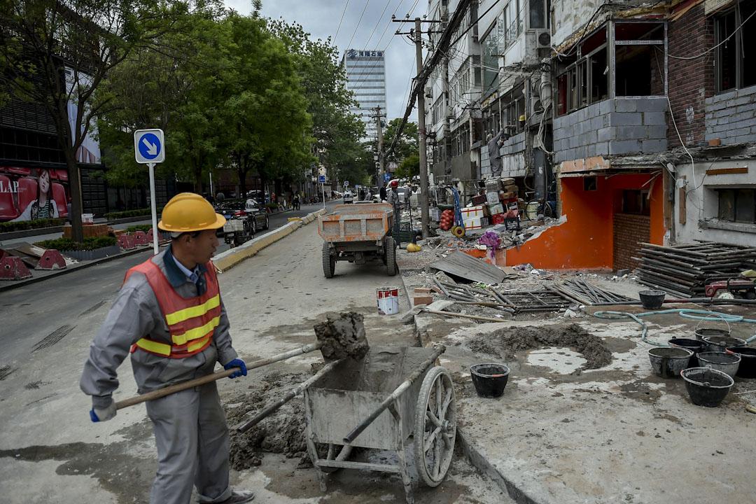 2017年4月25日,北京政府進行了整治違建的工作,太古里南區及北區的一條商業街,遭拆除面積為1000平方米。