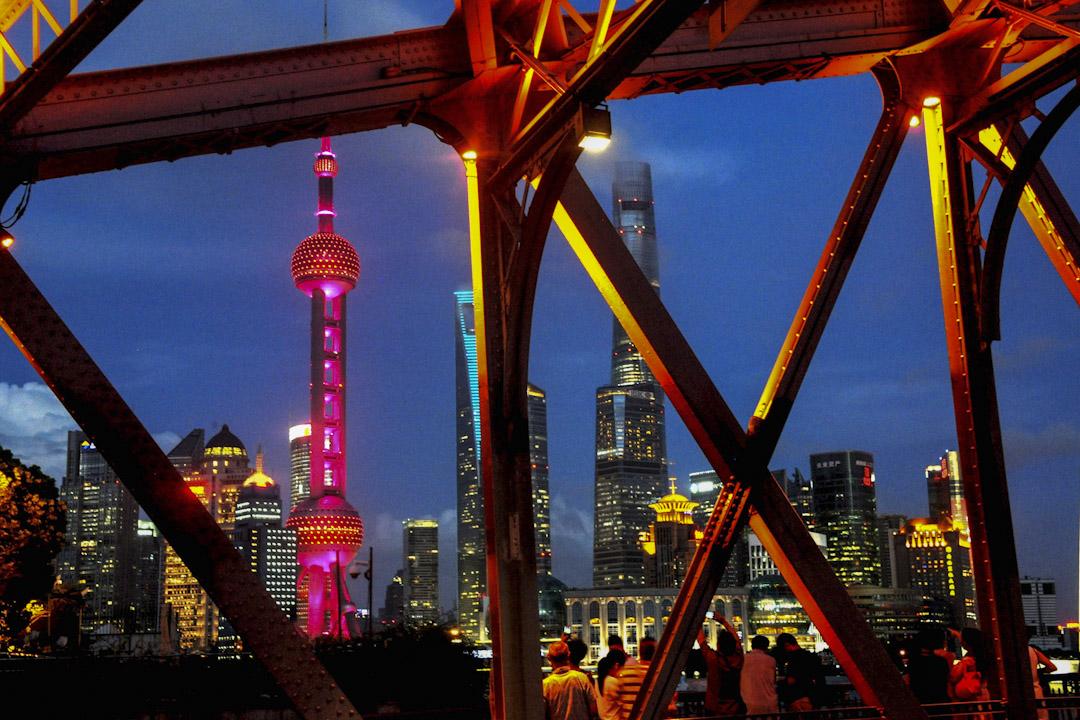 從宏觀發展而言,上海近年的造城整治運動,是對應上海的《上海 2040 》大上海藍圖,在未來二十多年內令上海大變身。圖為上海東方明珠廣播電視塔。