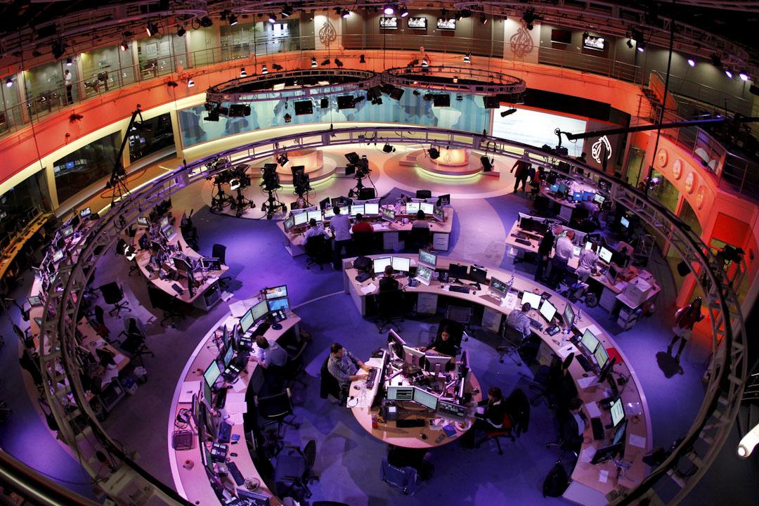 卡塔爾作為一個小國,在硬實力上無法和沙特、埃及等地區大國較量,增強軟實力便成為其謀求權力的最佳戰略。1996年創立的半島電視台,是卡塔爾重點打造的媒體平台,經過多年發展,已成為中東地區最具影響力的媒體之一。 攝:Fadi Al-Assaad /Reuters
