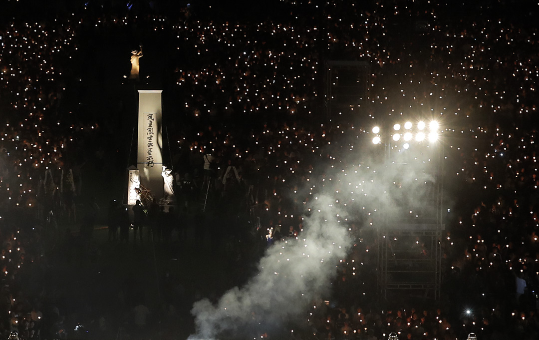 2017年6月4日晚上,六四维园烛光晚会。据主办方支联会称,当晚共11万人出席,而警方则称高峰时有1.8万人,两个人数统计,均创了2009年以来的人数新低。