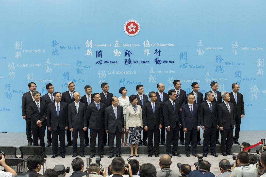 2017年6月21日,候任特首林鄭月娥率領問責團隊,包括三司十三局、五大部門首長會見傳媒。 攝:林振東/端傳媒