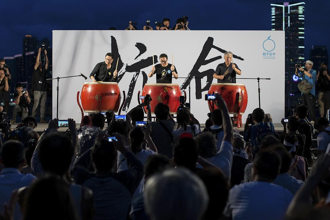 和平佔中三位發起人陳健民、戴耀庭和朱耀明,於人大831方案公佈後,與市民於添馬公園進行誓師大會。 攝:Anthony Kwan/Getty Images