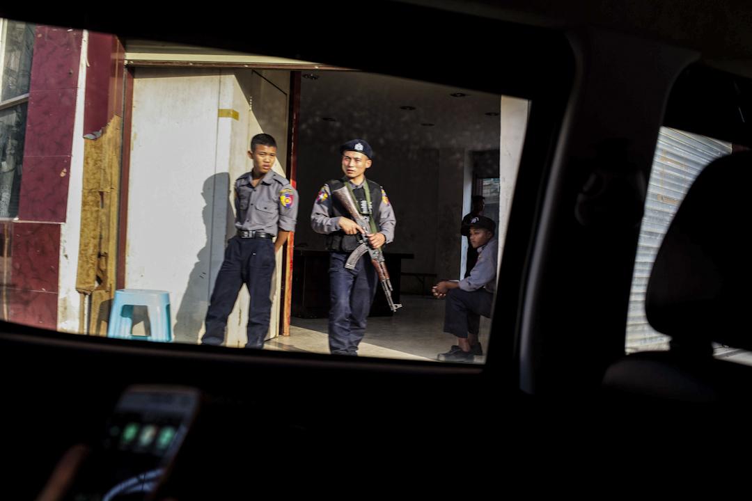 這麼戰事過了一個多月,4月底老街上仍可看到武裝軍警防守,街道上氣氛仍是緊張。