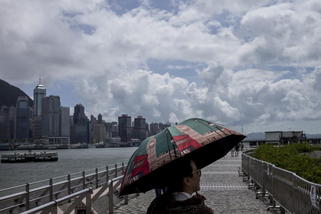 香港位處國際體系的節點之上,地緣政治環境複雜。自開埠之初,它已是歐西列強通往古老中國之橋頭堡,也是中國窺探新世界的「窗口」。 攝:林振東/端傳媒