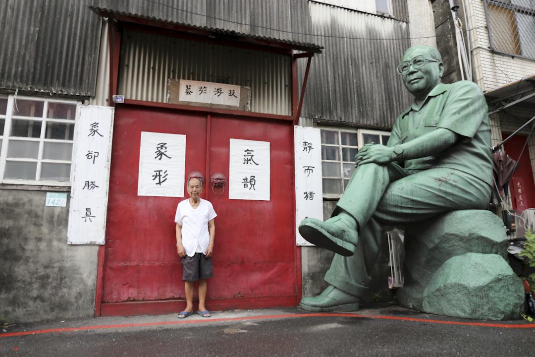 大半輩子專作蔣介石雕像,現年93歲的雕塑家魏立之。