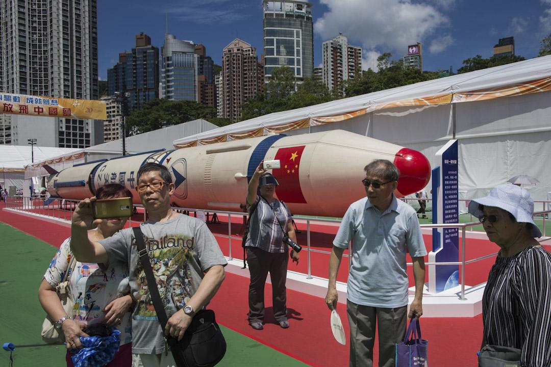 2017年6月29日,以內地航空科技為主題的科技展「創科驅動‧成就夢想」,在維多利亞公園舉行,展出一百六十八項展品,矚目展品包括第一代國產巨型火箭「長征一號」的備用箭,放置在室外供市民拍照。