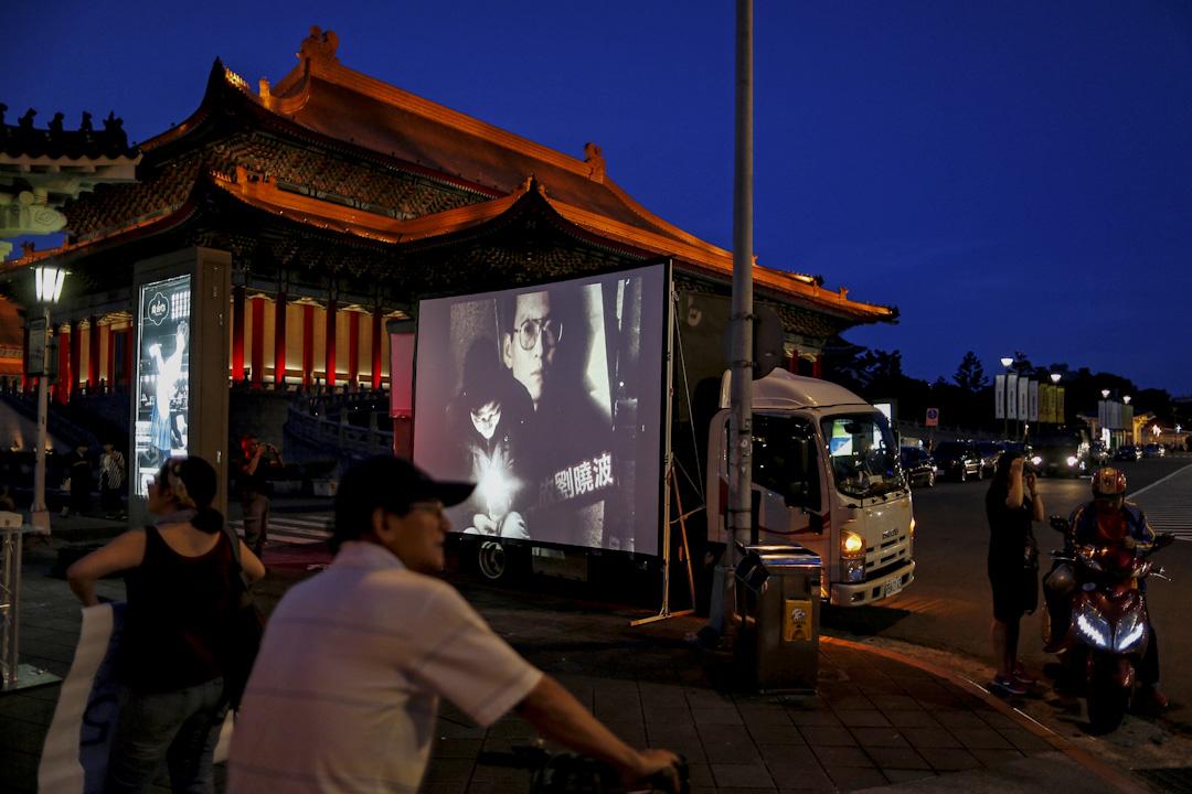 2017年7月14日,台北,有市民舉辦哀悼病逝諾貝爾和平獎獲得者劉曉波的晚會。 攝:Tyrone Siu/Reuters