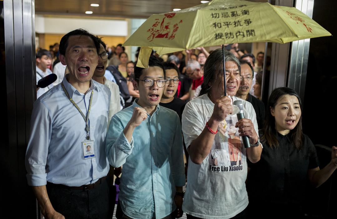 盧兆興認為在2016年立法會宣誓風波之後,分離與對抗派的本土主義力量受到打擊,講究實際的政治氛圍正重新在香港抬頭。