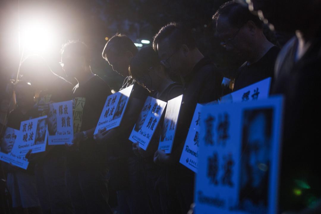 2017年7月15日,香港支聯會舉辦燭光遊行,開始前全場為劉曉波先生默哀。