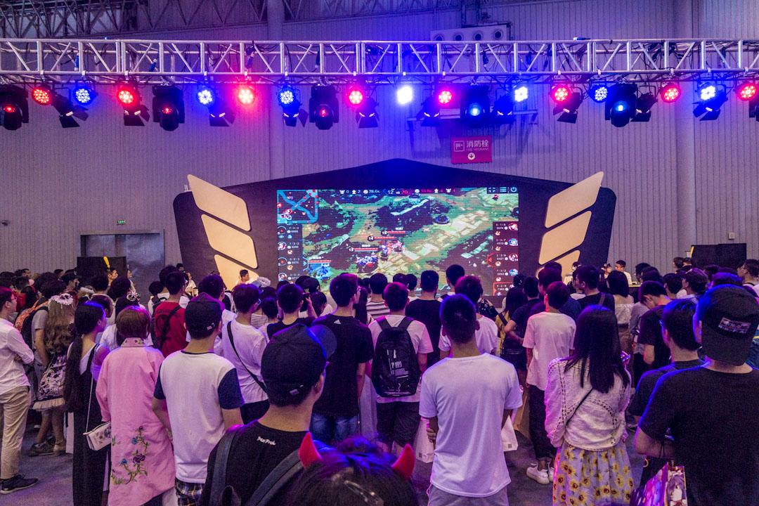 2017年7月17日,成都,第三屆 QQJOY X次元盛典在成都新會展開幕,並舉辦首個王者榮耀主題晚會「王者盛宴」。 攝:Imagine China