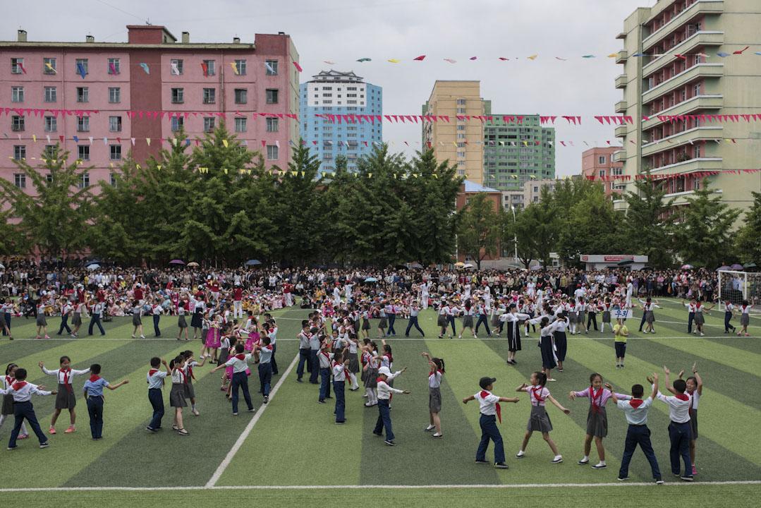 北擊平壤,小學生在學校的運動會上。