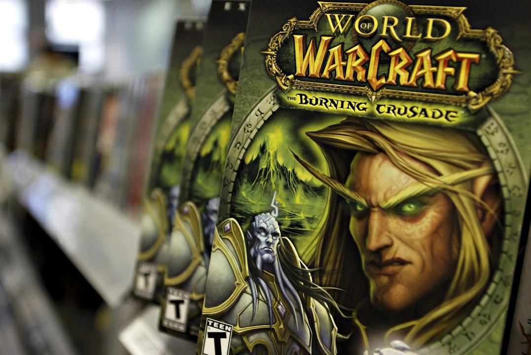 十數年前因為《魔獸世界》(World of Warcraft)的風靡而大規模出現、聞名全球的「中國打金農民」(Chinese Gold Farmer)。 這群年輕人每天泡在網絡游戲裏賺取虛擬金幣或裝備,然後在網上將虛擬物品販賣給國內外玩家,平均每月上千元人民幣的收入足以將他們留在電腦前而不願去外面打工。