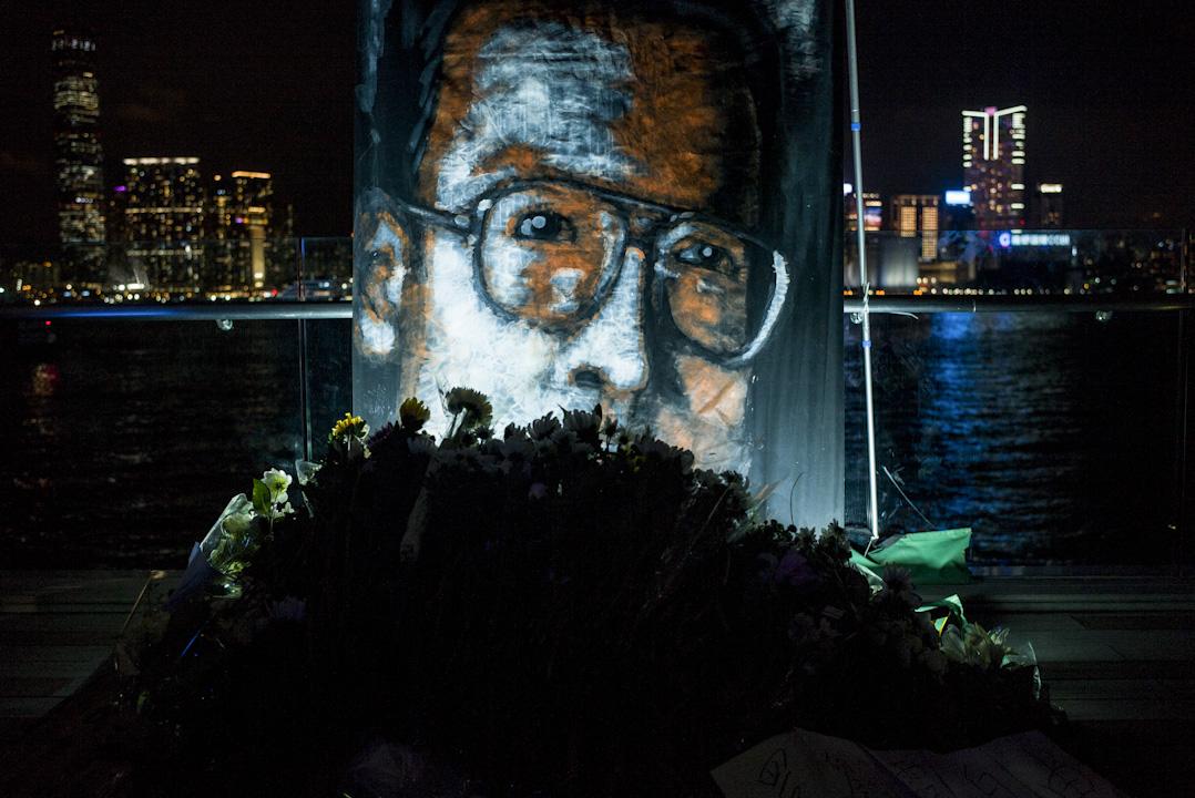 2017年7月19日,諾貝爾和平獎得主劉曉波「頭七」的日子,支聯會於全球發起公祭,於添馬公園發起追思會以作悼念。  攝:林振東/端傳媒