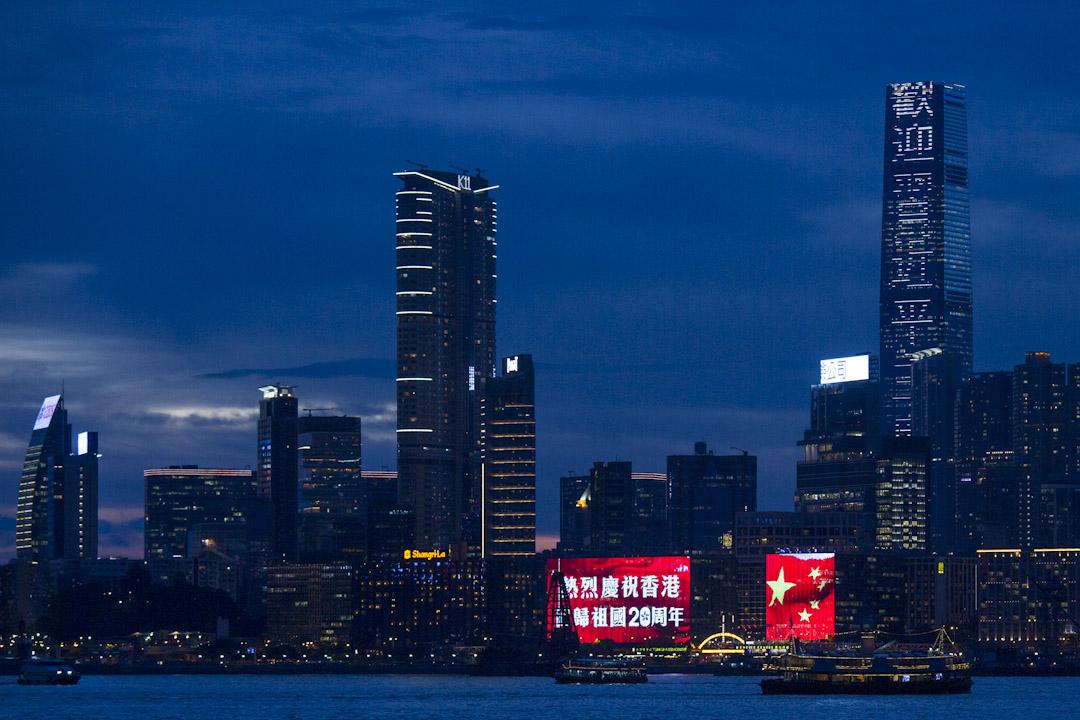 2017年6月29日,信和集團旗下的尖沙嘴中心及帝國中心外牆屏幕燈飾,有不同的慶回歸字句及圖案,包括相中的「熱烈慶祝香港回歸祖國20周年」及國旗圖案,環球貿易廣場(ICC)幕牆上亦寫著「歡迎習近平主席視察香港」。