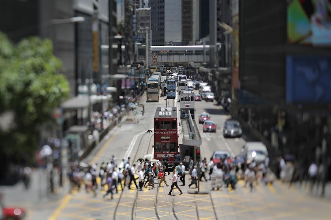 中國看香港,與其把它視為外部勢力的地盤,倒不如把它理解為線聚合的「點」,外向、開放、多元同時又充滿不確定性。地緣政治因素存在當中但也不必誇大之。