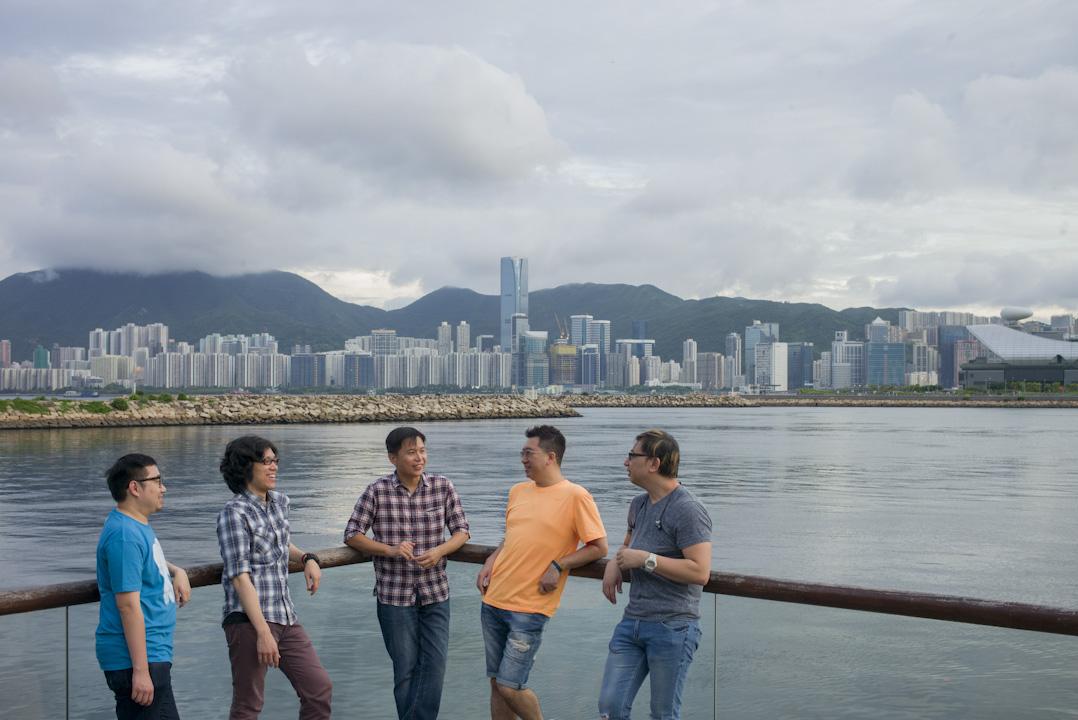 「覺醒配音組」五位成員:伍博民、楊啟健、郭立文、黃志明、黎家希(左至右)。