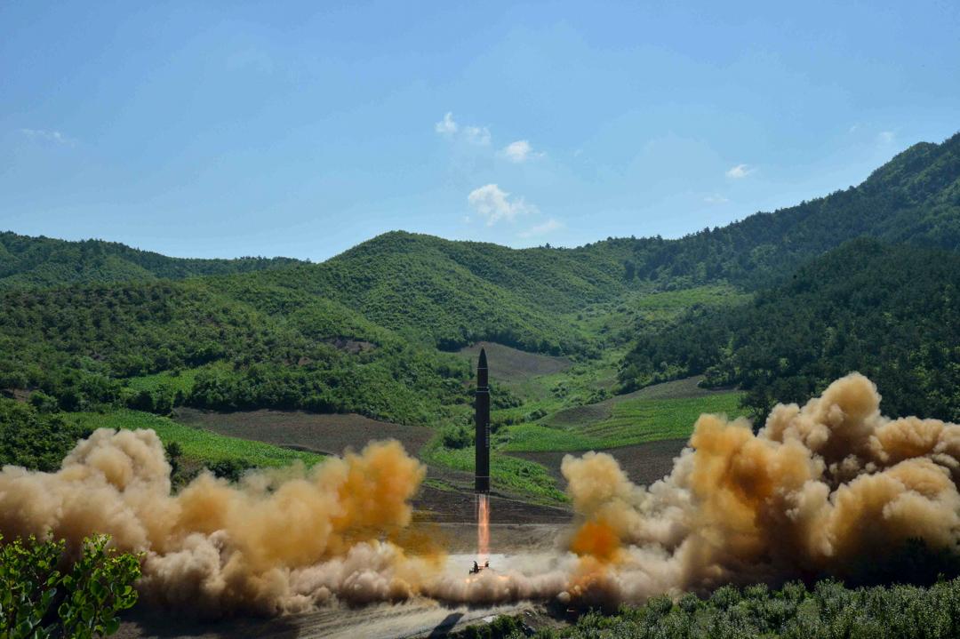 2017年7月4日,在北韓平壤,朝鮮中央通訊社(KCNA)發放一張未標明日期的相片,顯示北韓當局成功試射洲際彈道導彈「火星14型」。