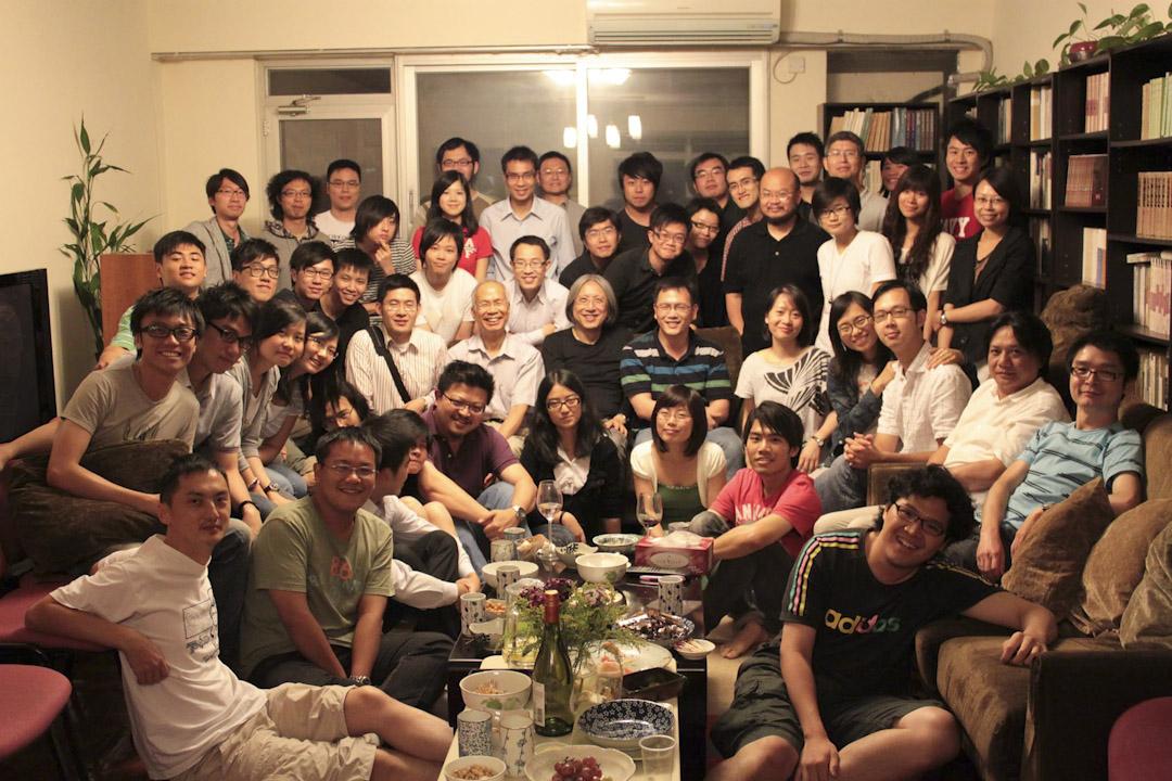 陳冠中在犁典沙龍主講「東歐經驗與香港民主」(2010年7月22日)。