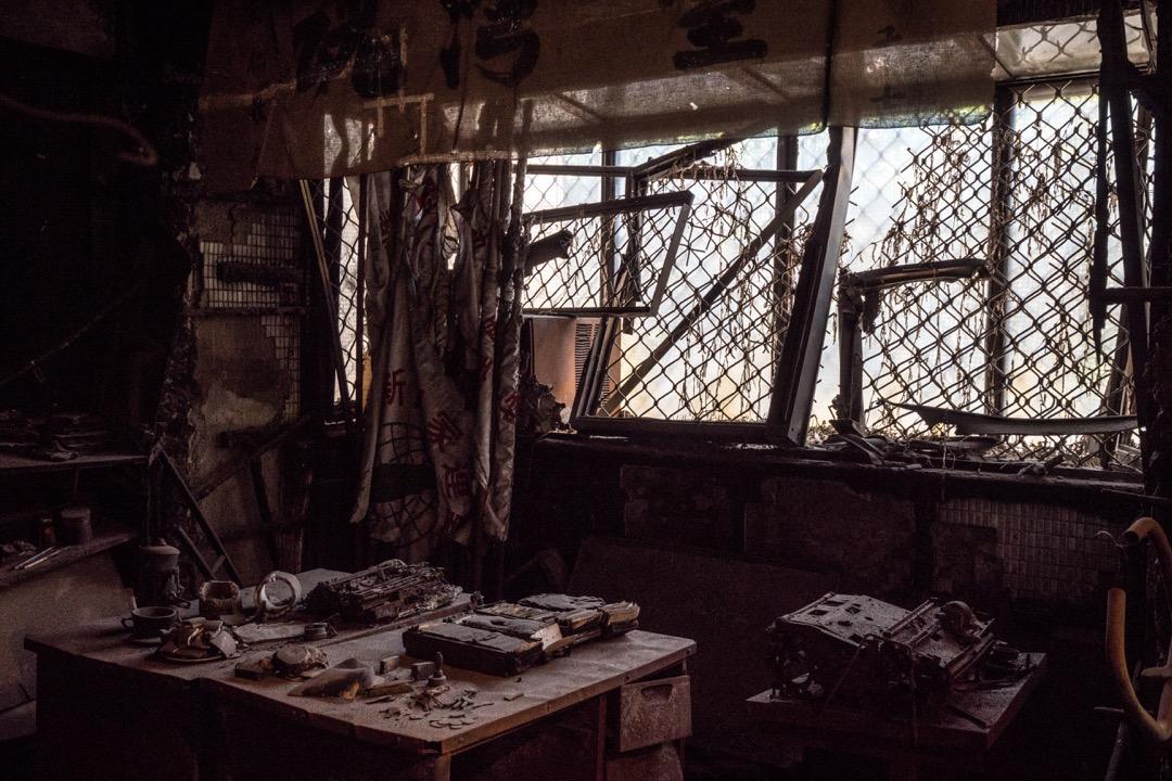 鄭南榕當年點火自焚的總編輯室,至今仍然被保存著。這是當年只有九歲的鄭竹梅的建議:「我想,應該是我很直覺的,希望有一個地方不要改變—讓我在這個地方想念他。」