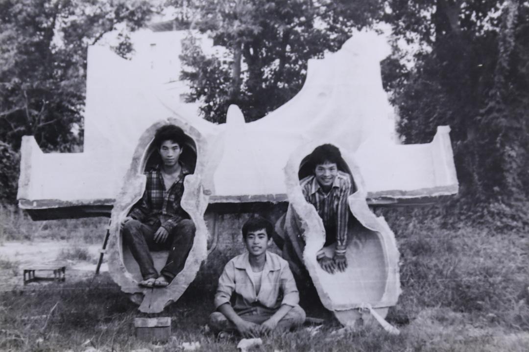 1980年,高雄中正文化中心蔣銅像翻模現場。