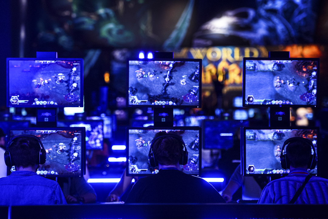 Castronova 的預測模型將 F2P 模式推到極端,他認為遊戲公司未來想要留住富有玩家,就必須得花錢養活一大群窮玩家陪着他們,他稱之為「受僱打遊戲」(play-for-hire)模式。 攝: Sascha Schuermann/Getty Images