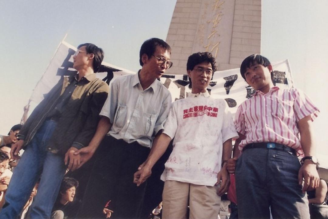 劉曉波(左二)曾於1989年4月26日由美國返回中國參與八九民運,於6月6日被北京政府拘捕入獄。