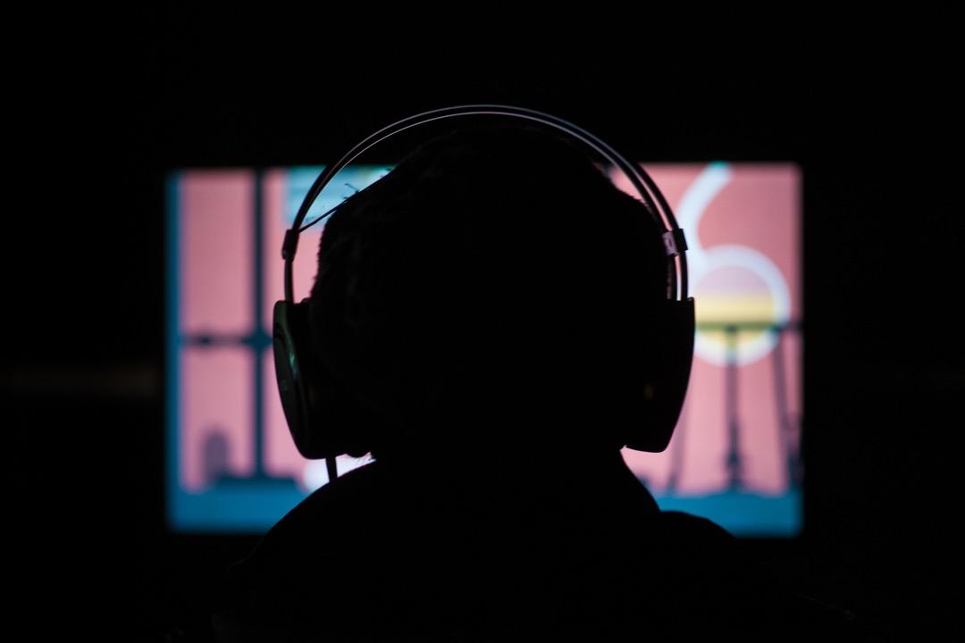 隱匿在屏幕背後的「鍵盤戰士」近乎零成本地執行「鄉民正義」,這樣的「正義」果真比往昔更「正義」嗎? 攝:Florian Gaertner/Photothek via Getty Images
