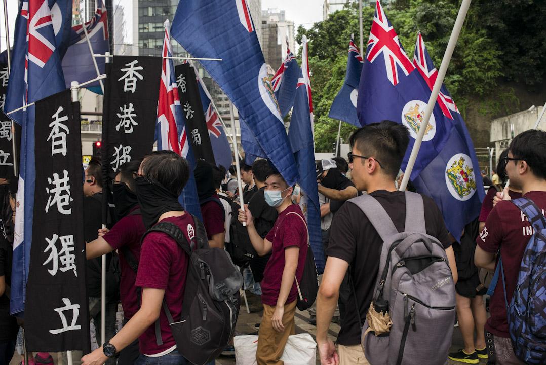 港獨本不成氣候,自由學術討論和書生文字倡導都屬無傷大雅,2016年,中文大學民意與政治發展研究計劃同類的調查顯示,支持獨立的人只有約17%,而反對的有58%。圖為2017年七一遊行。