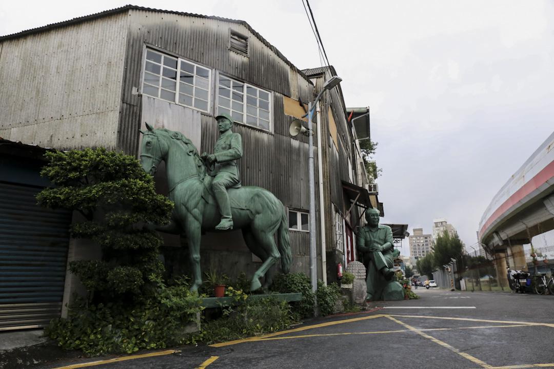 魏立之工作室外的蔣介石銅像。 攝:林揚軼
