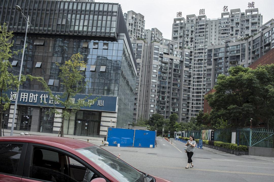 顧強在2014年購置了澳龍名城的房產,他說那時「學區房」的概念在成都才剛剛興起。