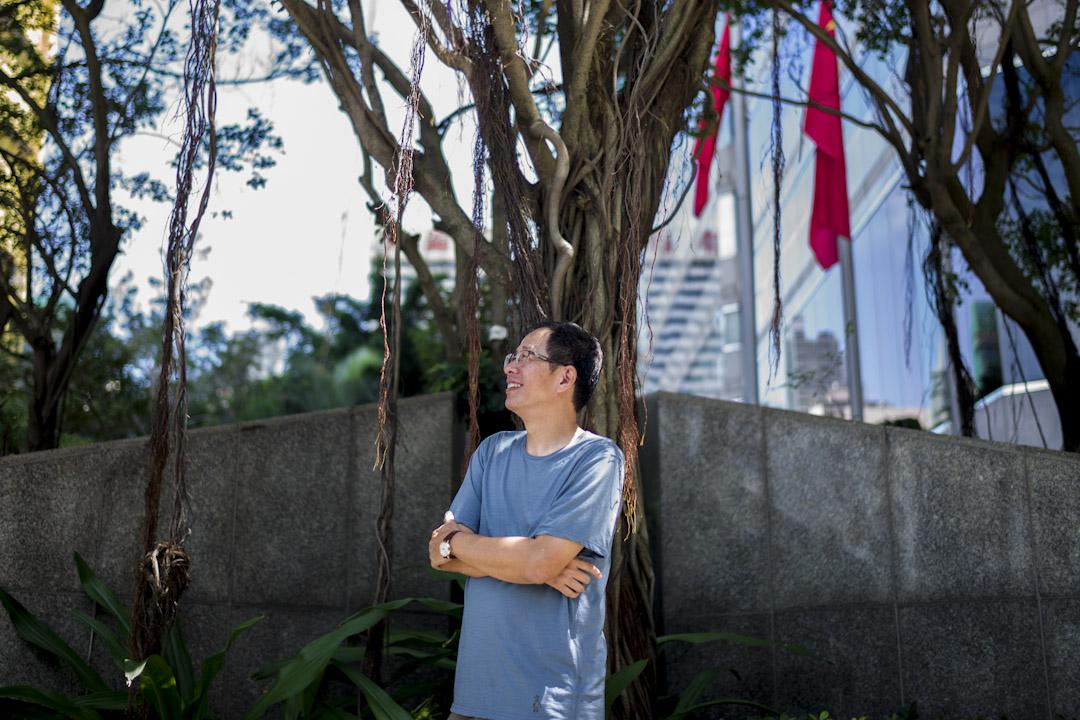 劉克襄當了三個星期的台灣中央通訊社(簡稱中央社)的董事長職務,一個以山水為家、鳥獸為朋的人,剛掌領這家早於1924年於廣州由中國國民黨成立、後遷守台灣的通訊社。 攝:林振東/端傳媒