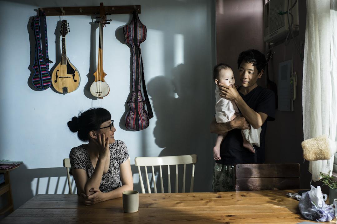 蔡詠晴苦笑著說,能想到最糟糕的情況,就是龍珠被驅離出境,換成她往返台印兩地。這與目前她在台灣工作,龍珠往返台灣印度兩地差異不大。和西藏人結婚,彷彿注定了漂移。