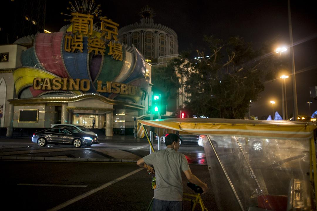澳門著名賭場「萄京娛樂場」在停電的情況下沒辦法開門營業。