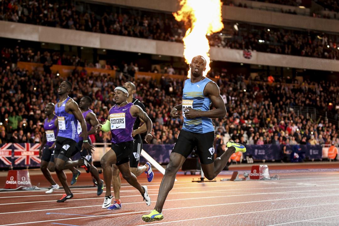 2015年7月24日,倫敦格蘭披治田徑賽,保特在男子100米決賽中衝線的一刻。