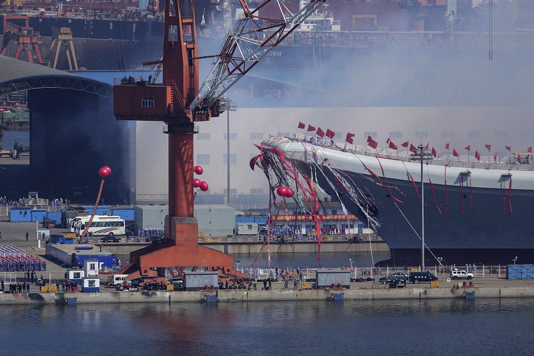 2017年4月26日,中國首艘國產航空母艦001A在遼寧省大連的大連造船廠進行下水儀式。