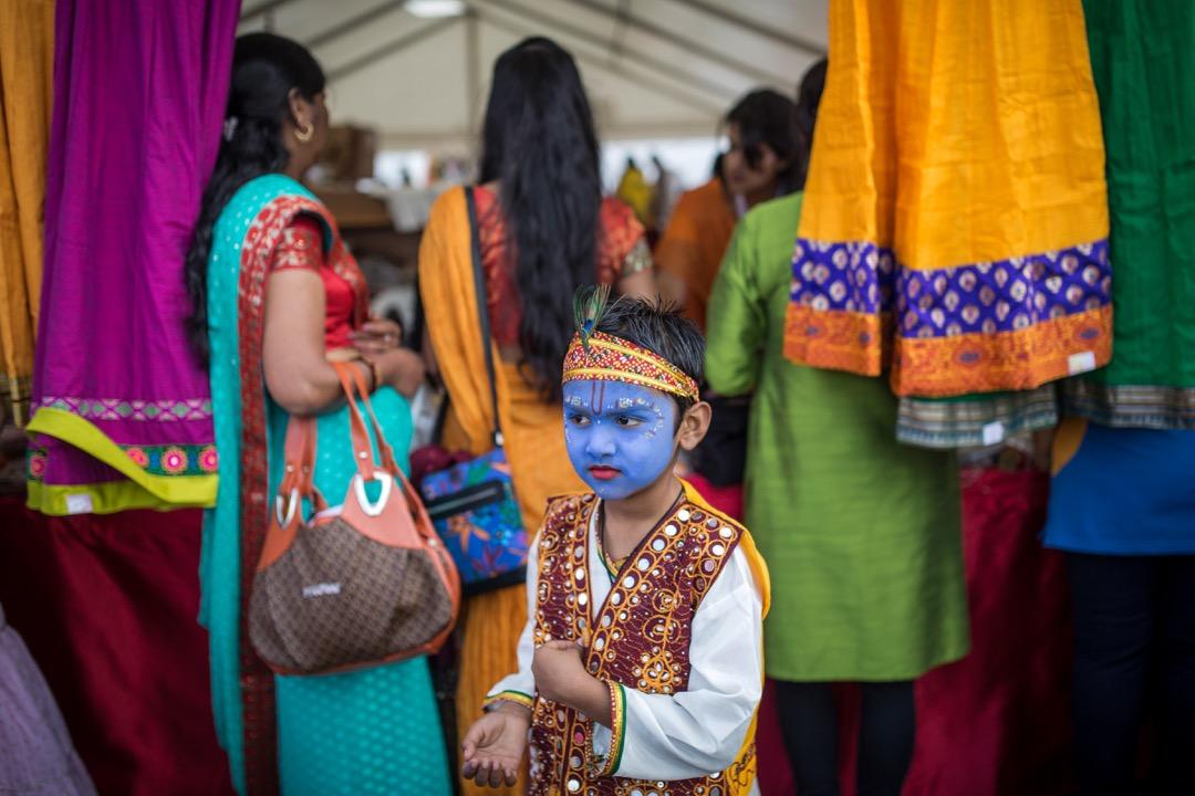 2017年8月14日,在英國沃特福德,一名男孩變裝成為印度教傳統神祇黑天神 (Krishna)。
