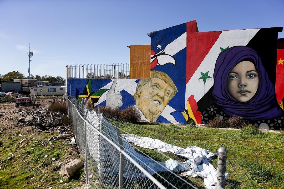 2017年1月27日,在墨西哥城市蒂華納的一所住宅外牆畫了一幅特朗普壁畫。