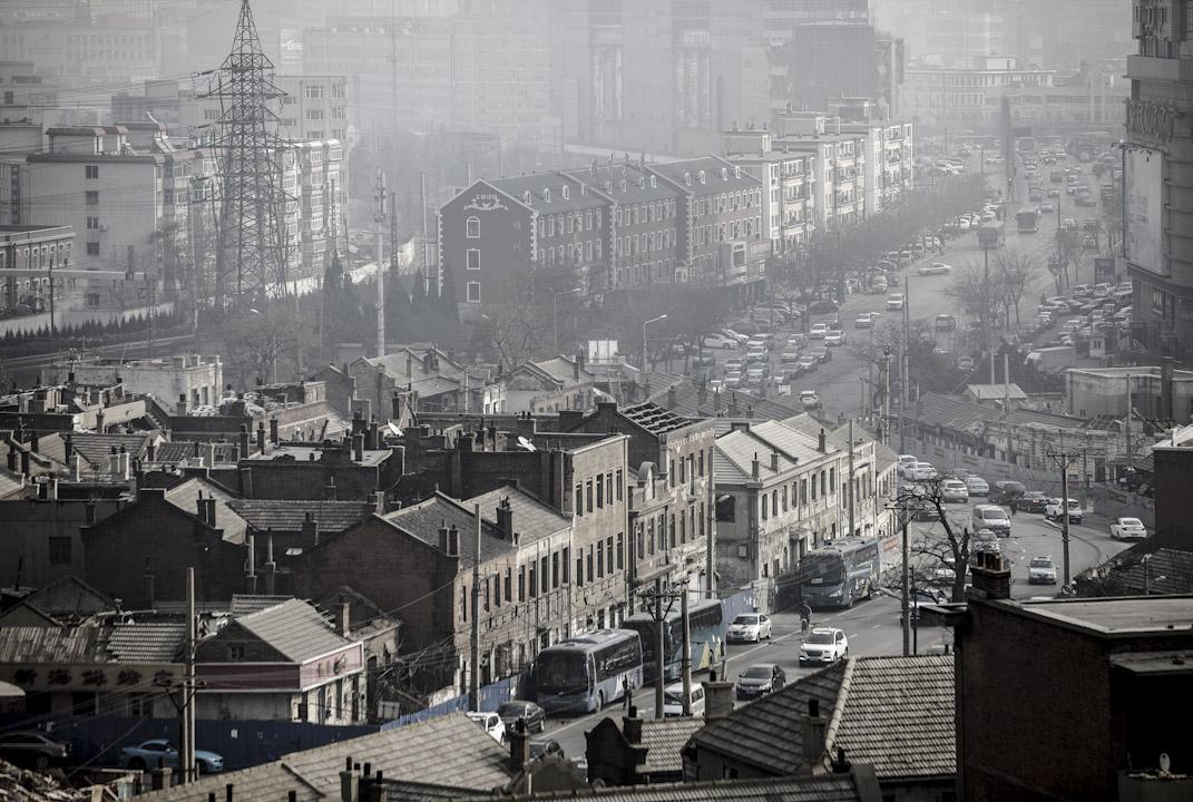 2017年,大連舊城區。 攝:Qilai Shen/Bloomberg via Getty Images