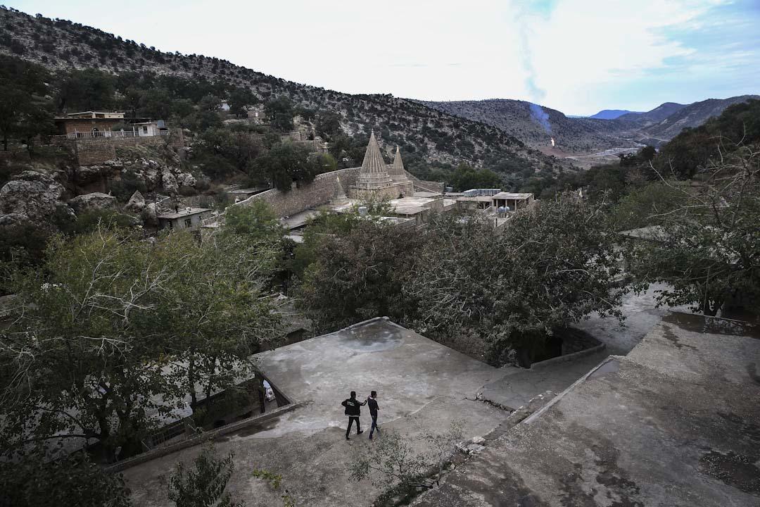 亞茲迪族因為居住在伊拉克北部山區,加上教義規定不能與異族通婚,長久以來形成相對封閉的群體,遺世而獨立地生活著。圖為亞茲迪族山區的寺廟。