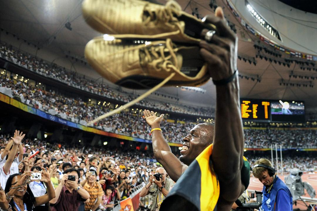 2008年8月22日,北京奧運會,保特在勝出男子4x100接力賽後到觀眾席與觀眾慶祝。