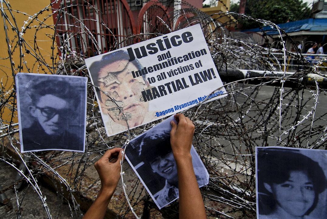 2012年9月21日,菲律賓馬尼拉舉行戒嚴四十週年活動,前總統馬可斯於1972年宣布戒嚴,成千上萬的市民在他的專制政權下被監禁,折磨和消失。 馬哥斯於1986年遭到「人民力量」起義推翻。