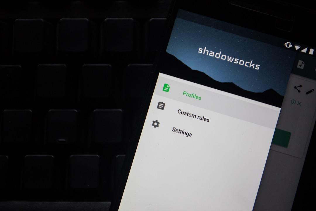 Shadowsocks 的最大特點就是沒有特征,服務端和客戶端可以約定任何一個隨機端口,任何一種加密方式,這使得對于它的識別探測和封鎖都變得更加困難。