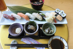 日本的壽司店所製作不同款式的壽司。