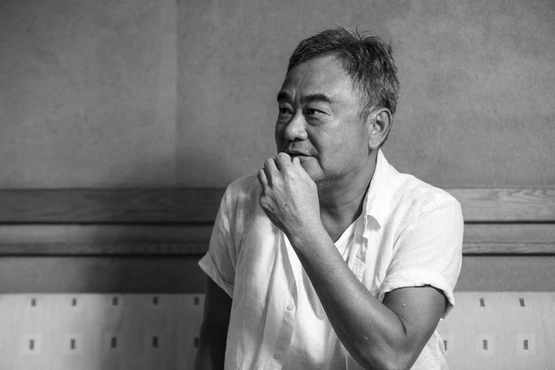 陳昇今年59歲,在流行音樂界出道29年,出了29張個人專輯,還寫了12本書。賣的最好都是風花雪月的情歌,他自己最喜歡的,卻盡是那些曲調不易入耳歌詞絮絮叨叨長到自己也記不住的故事歌。