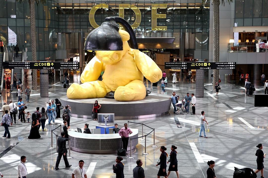 哈馬德國際機場(Homad International Airport)的指標性裝飾物「Lamp Bear」。