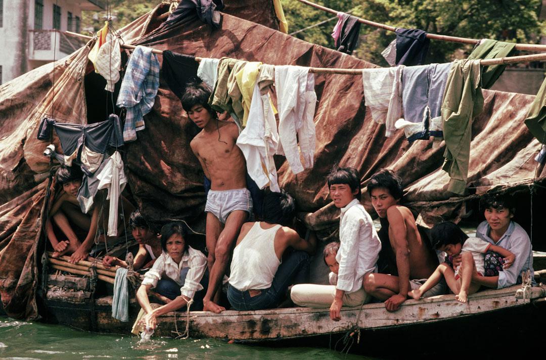 越南船民在香港,自1975年開始,香港共計接收約20萬越南難民。 攝:Peter Turnley/Corbis/VCG via Getty Images