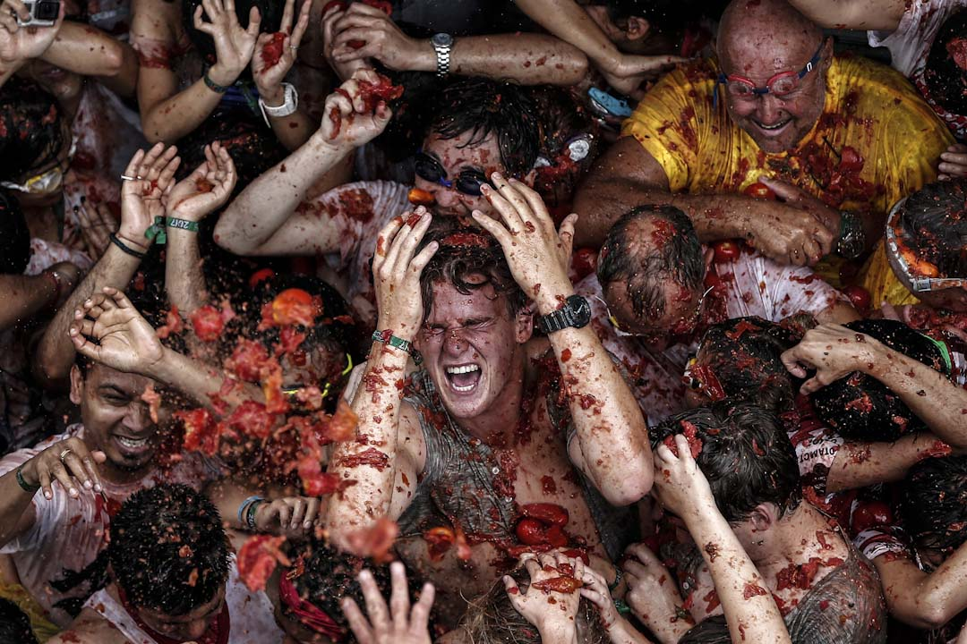 2017年8月30日,西班牙城市華倫西亞,舉行一年一度的番茄大戰,參與者互相投擲番茄。