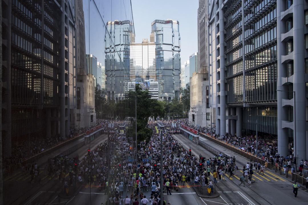 2017年8月20日,香港數萬民眾遊行聲援「新界東北案」、「公民廣場案」的在囚抗爭者。  攝:陳焯煇/端傳媒