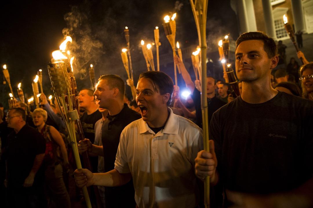 2017年8月11日,新納粹主意、白人至上主義等極端右翼團體的支持者參加在維珍尼亞州夏洛茨維爾市舉行的火炬集會示威。