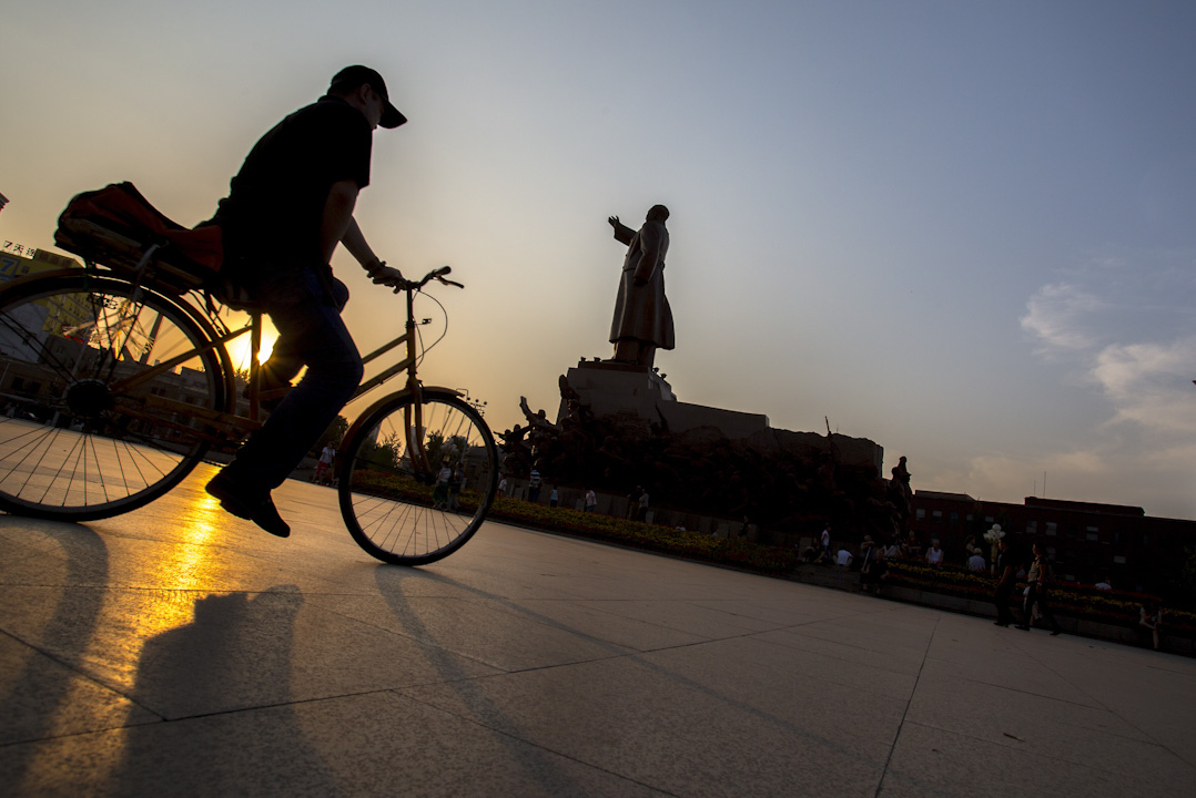 瀋陽中山廣場的毛澤東雕像。